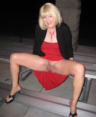 Blonde Hausfrau sucht private Sextreffen